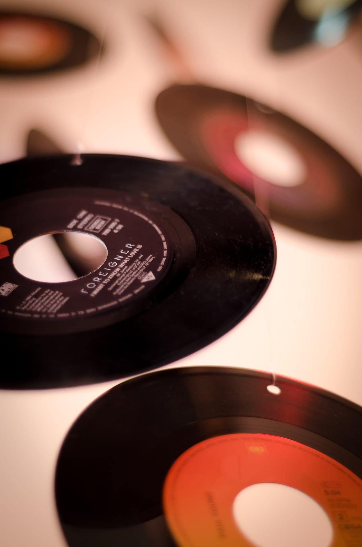record-810544_1920